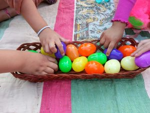 The Easter Story and Resurrection Eggs {Spanish Activity}